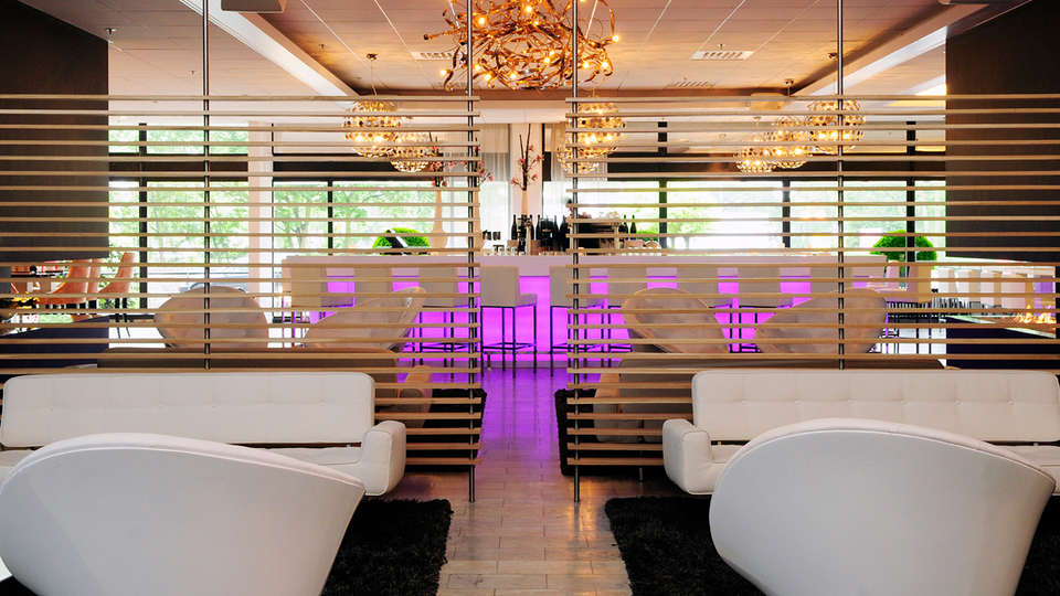Crowne Plaza Den Haag - Promenade Hotel - EDIT_bar2.jpg