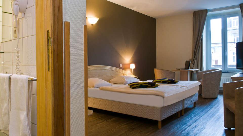 Cocoon Hotel Grenier des Grottes - EDIT_room2.jpg