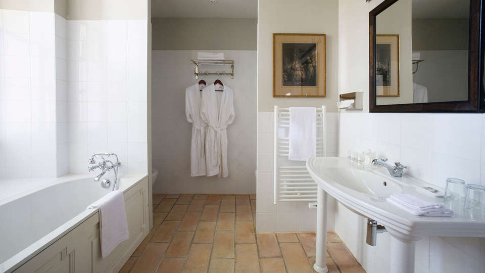 Château de Roussan - EDIT_bathroom_tradition2.jpg