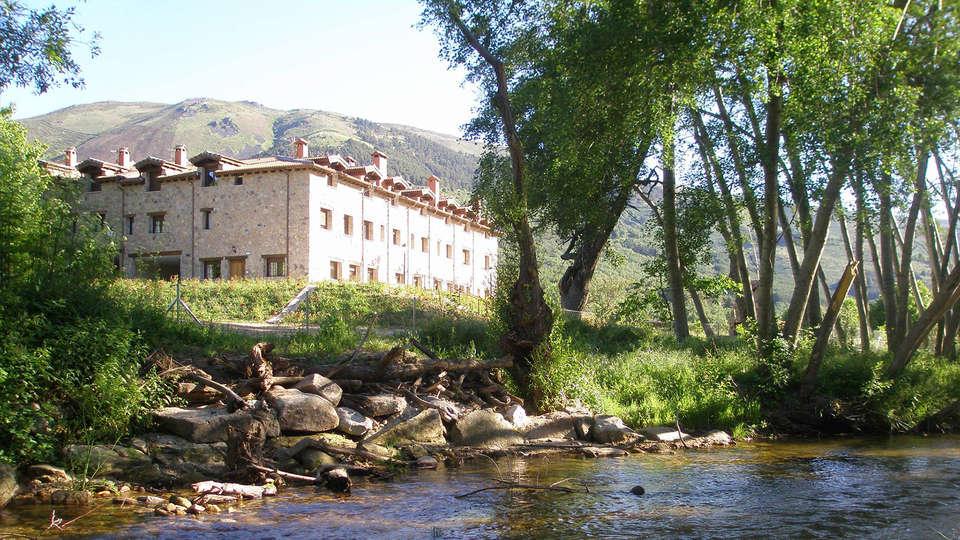 Hotel Rural Ribera del Corneja - edit_garden_facade.jpg