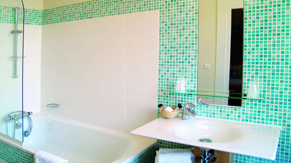 Hôtel Le Majestic  - EDIT_bathroom2.jpg