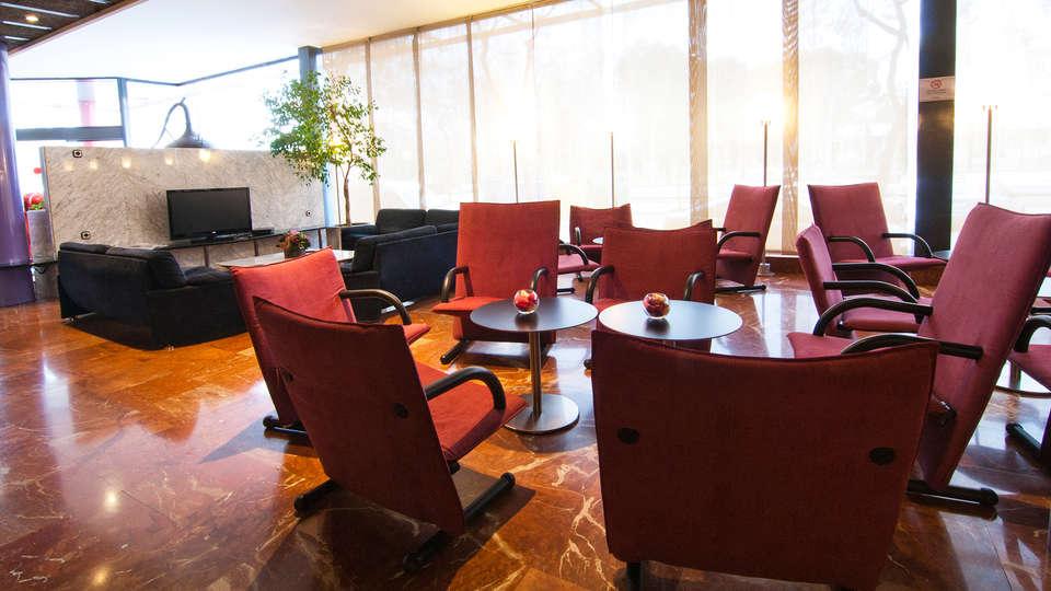 Hotel Domo - EDT_lobby.jpg