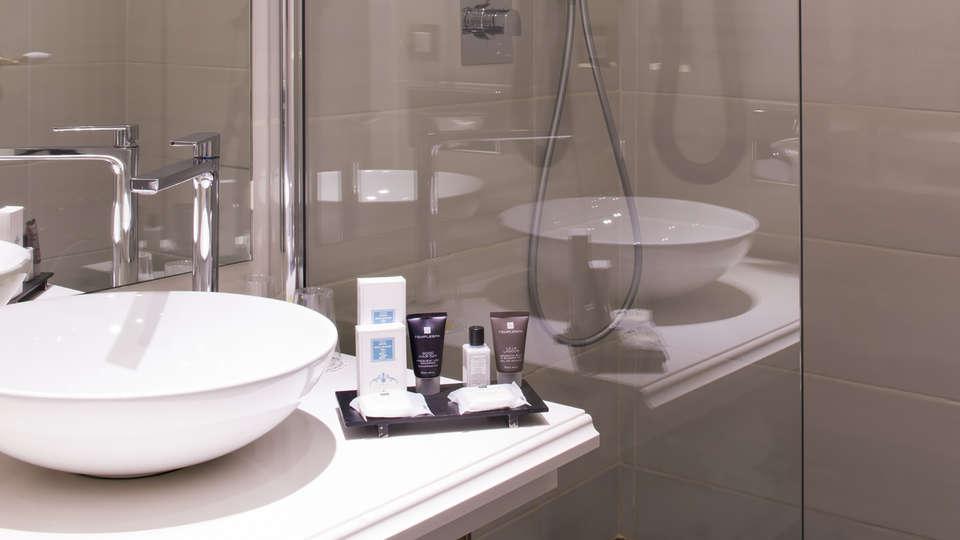 Hôtel Aston La Scala - edit_bathroom.jpg