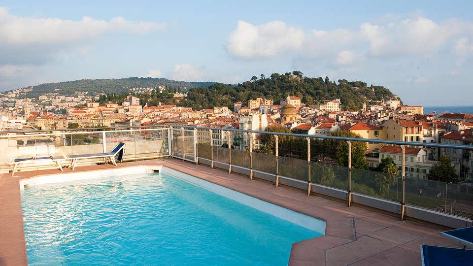 Hôtel Aston La Scala - edit_pool.jpg