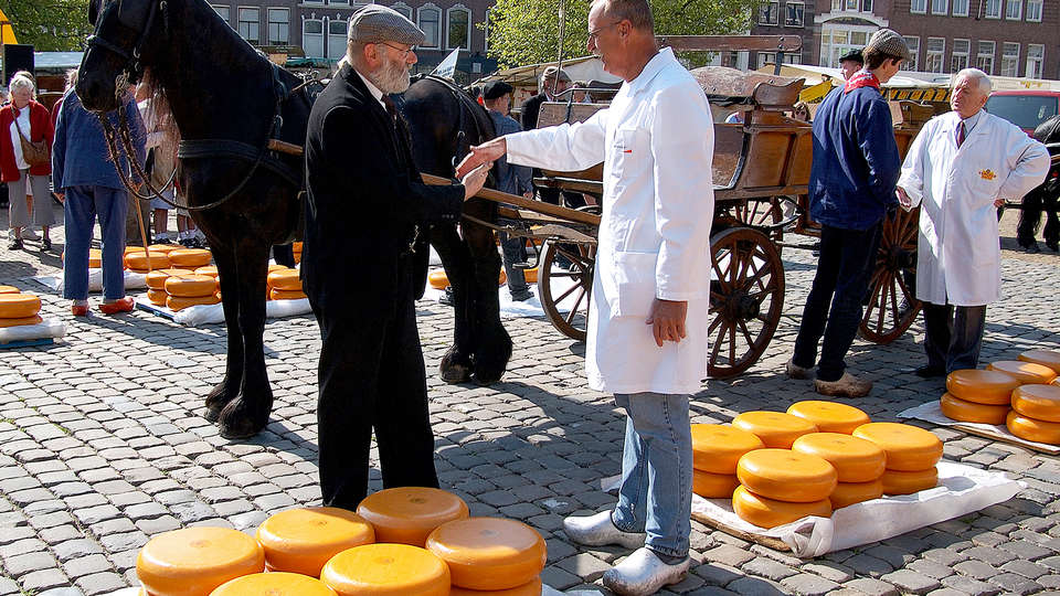 Best Western Plus City Hotel Gouda - Edit_CheeseMarket.jpg