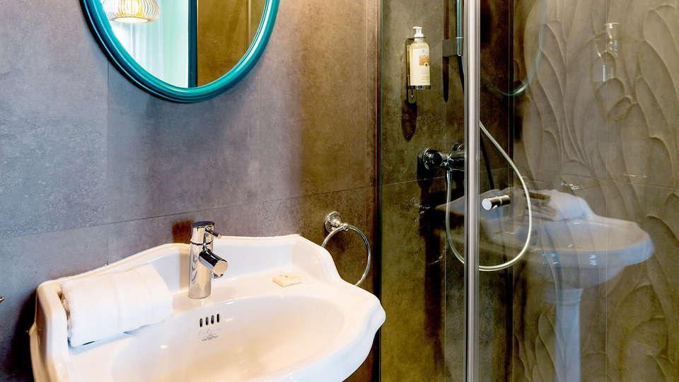 Villa Bougainville by HappyCulture - Edit_Bath2.jpg