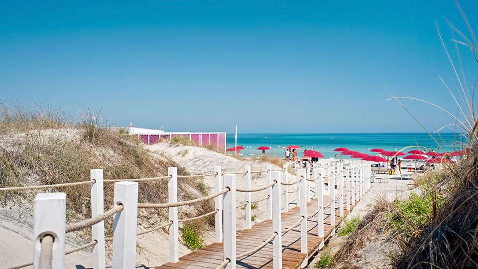 Acaya Golf Resort & SPA - Edit_Beach.jpg