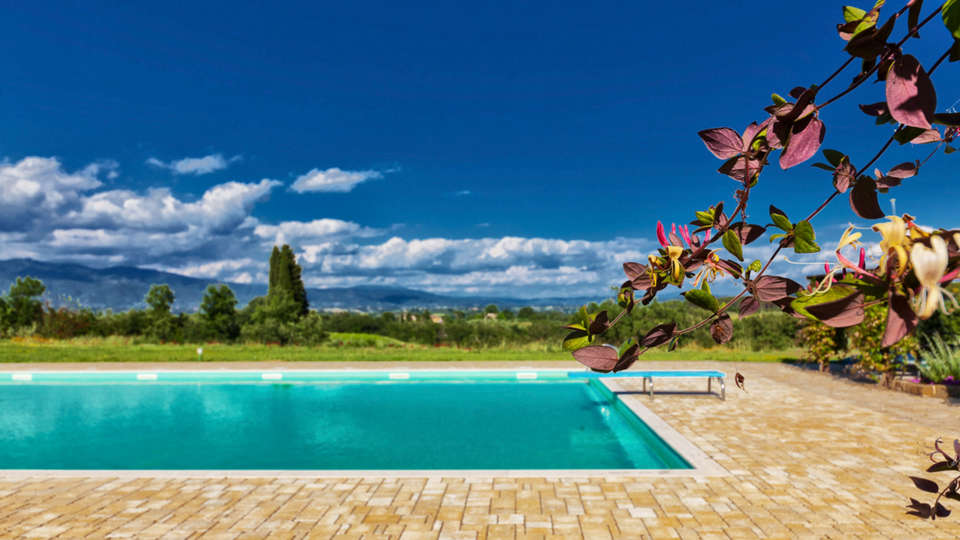 Relais Campiglioni - edit_Poll-with-view-over-the-Chianti-Hills.jpg