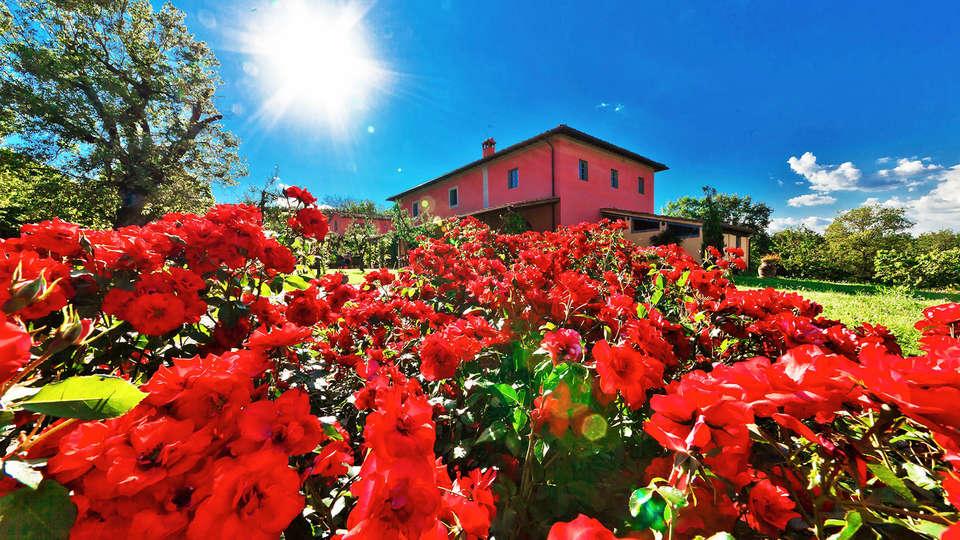 Relais Campiglioni - edit_Main-villa-and-flowers.jpg