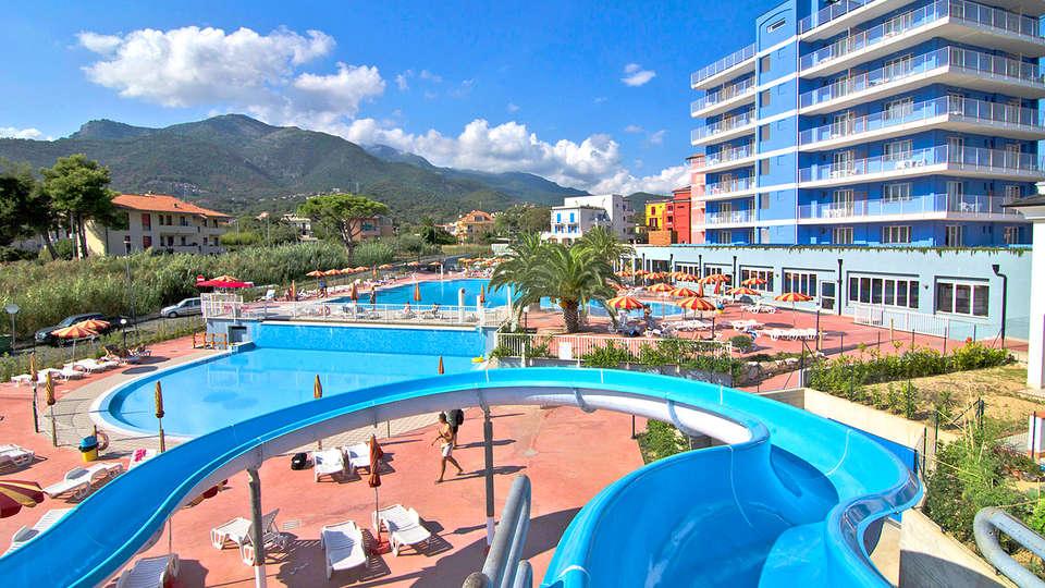 Ai Pozzi Village - edit_Acquascivolo-e-piscina.jpg