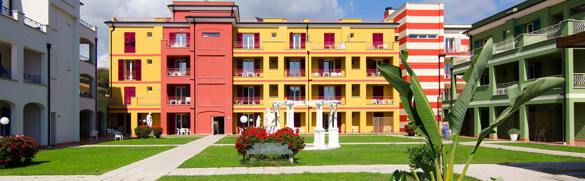 Ai Pozzi Village - edit_I-giardini-interni.jpg