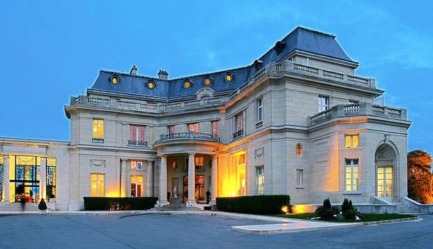 Tiara Chateau Hotel Mont Royal Chantilly - front