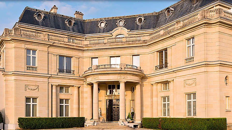 Tiara Château Hôtel Mont Royal Chantilly - EDIT_front1.jpg