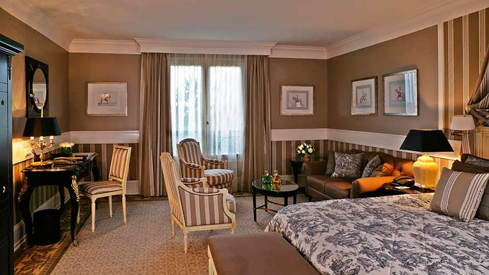 Tiara Château Hôtel Mont Royal Chantilly - EDIT_room1.jpg