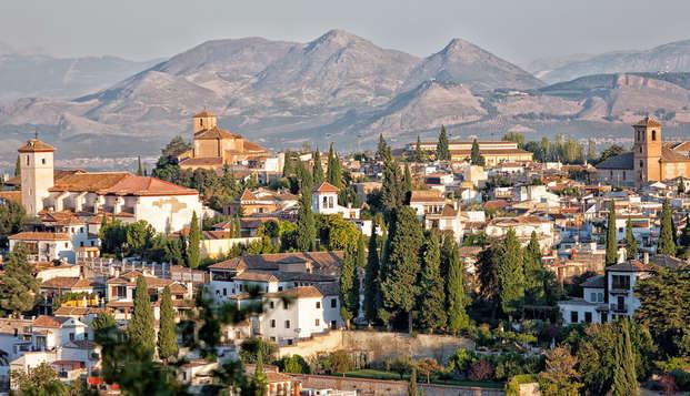 Escápate a Granada con desayuno y visita la capital de Reino Nazarí en habitación cuádruple