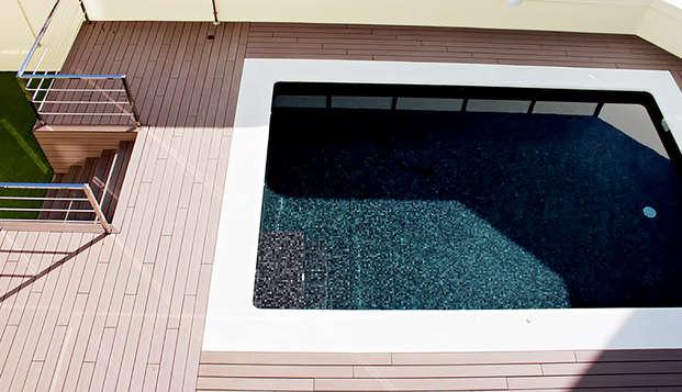 Escapada en habitación triple con desayuno y piscina en Granada