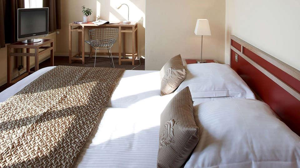 Hotel Adornes - Edit_Room2.jpg