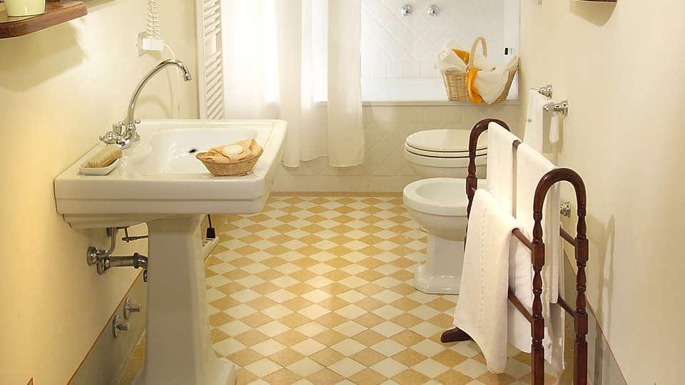 Villa Il Poggiale - EDIT_bath.jpg