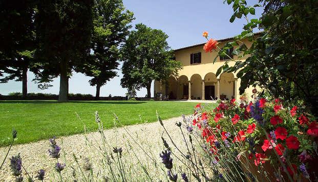 Aprende a pronunciar Fin de semana en el corazón de la Toscana en una acogedora casa histórica