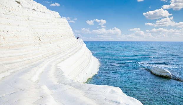 Sulla costa meridionale siciliana in un resort 4* affacciato sulla Scala dei Turchi