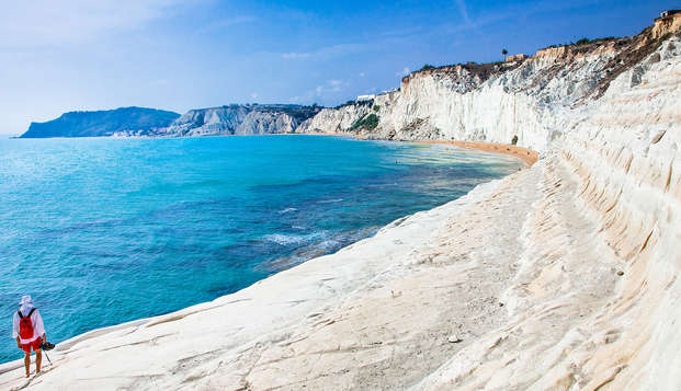 Offerta alla Scala dei Turchi con upgrade in camera Superior e nave Grimaldi inclusa (9 g/7n)