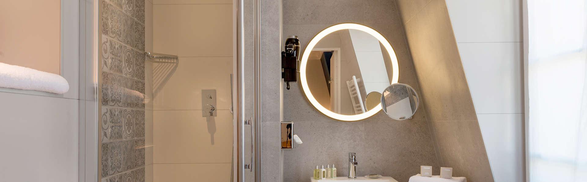 Hôtel Comète Paris - Edit_bath6.jpg
