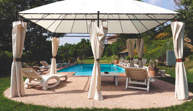 Soggiorno relax nel Monferrato in stupenda dimorica con piscina immersa nel verde!