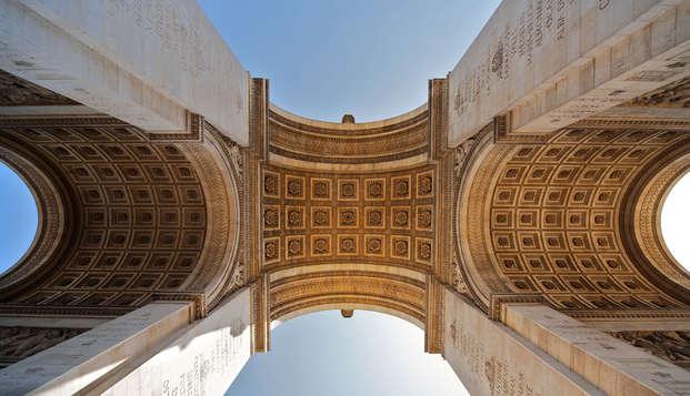 Découvrez l'Arc de Triomphe lors d'un week-end 4* à Paris