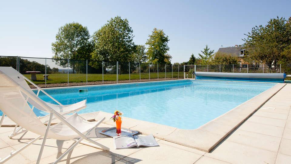 Château d'Ygrande  - EDIT_pool.jpg