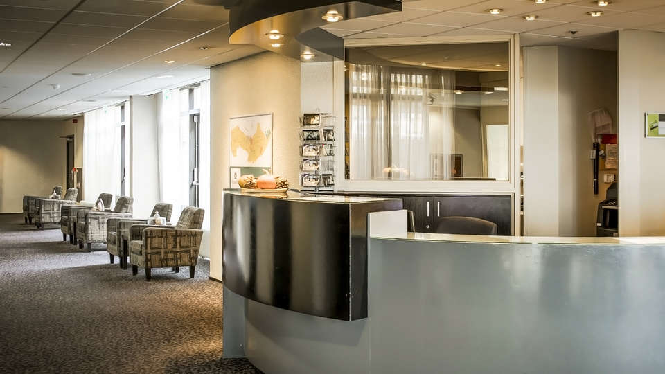 Hampshire Hotel - Churchill Terneuzen - edit_reception.jpg