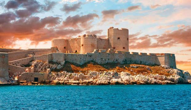 Alójate en un hotel de diseño y visita el castillo de If de Marsella (desde 2 noches)