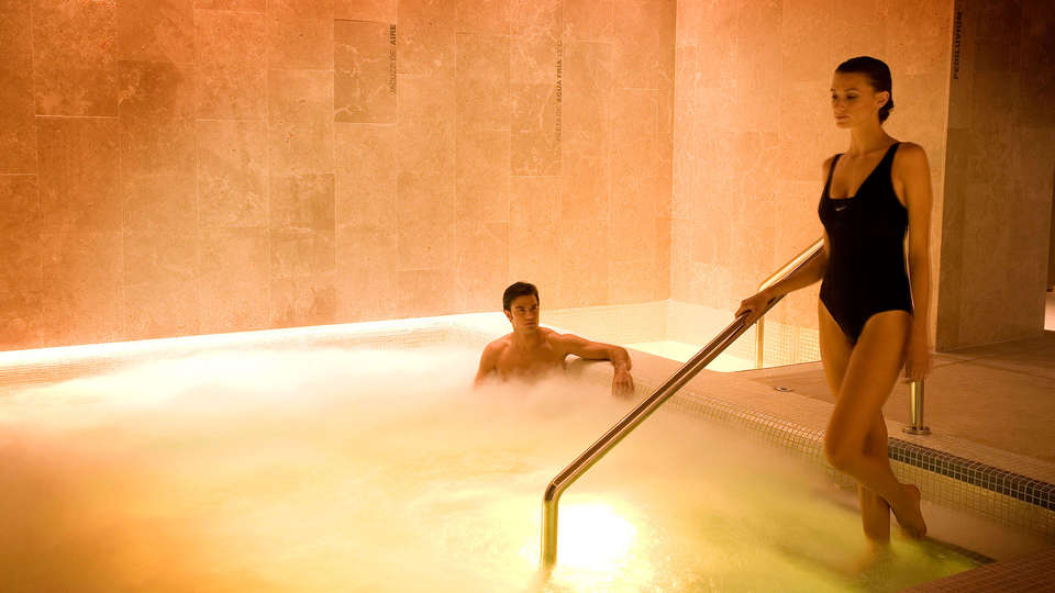 Hotel & Spa Arzuaga - EDIT_jacuzzi.jpg