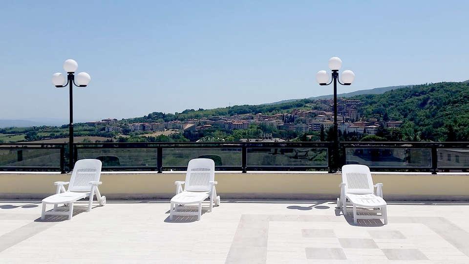 Le Fonti Grand Hotel - Edit_Terrace2.jpg