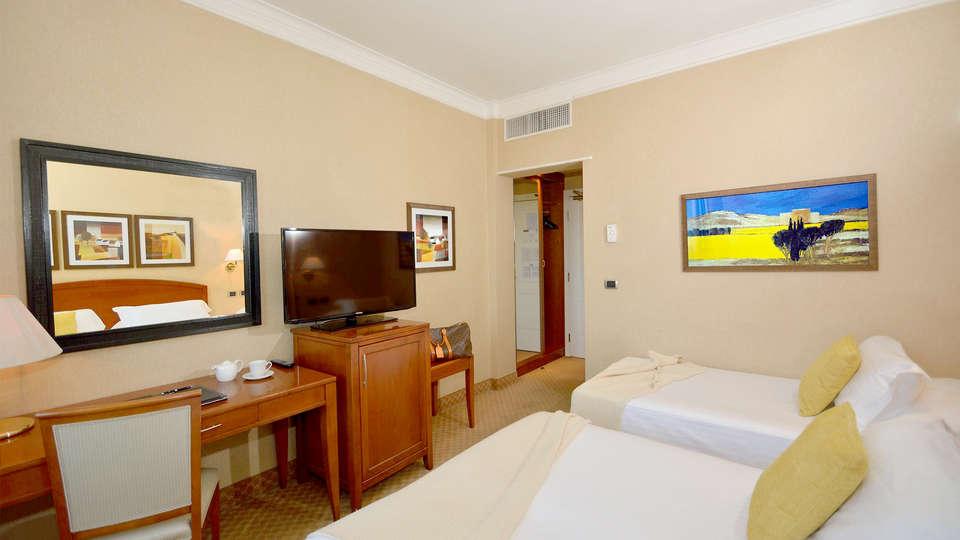 Hotel Apogia Lloyd Roma - Edit_room7.jpg