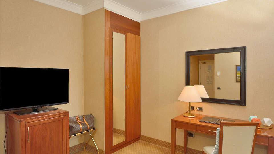 Hotel Apogia Lloyd Roma - Edit_room13.jpg