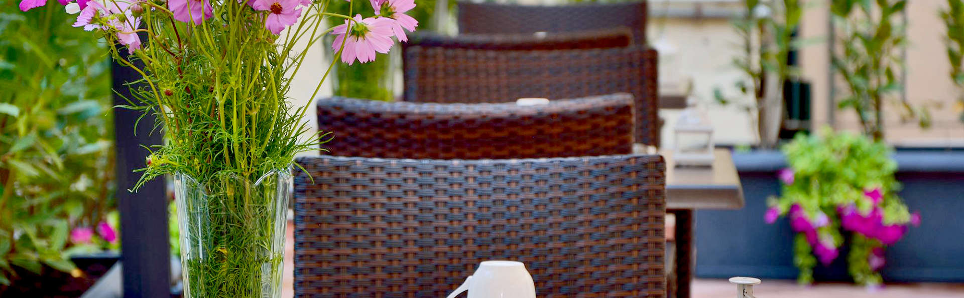 Hotel Apogia Lloyd Roma - Edit_Terrace.jpg