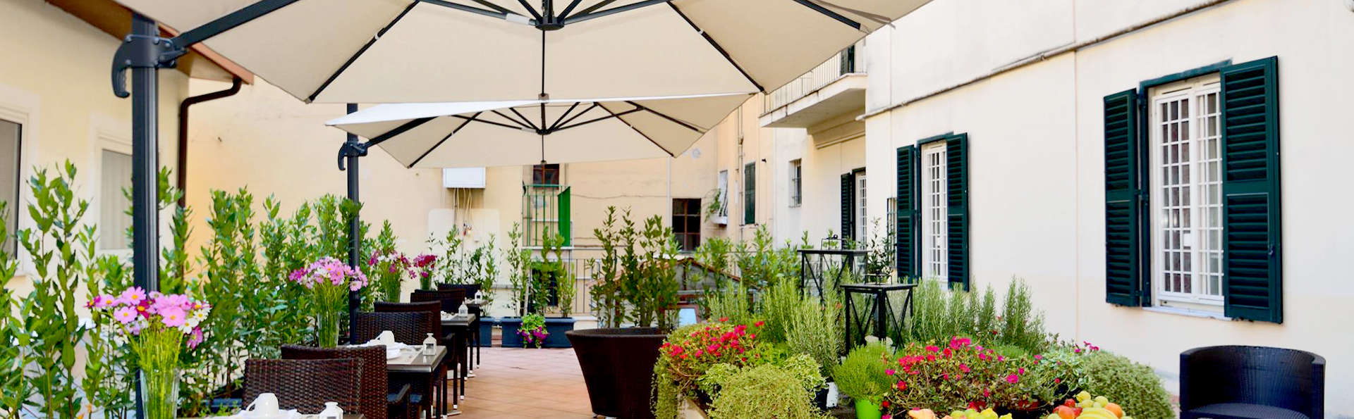 Hotel Apogia Lloyd Roma - Edit_Terrace4.jpg
