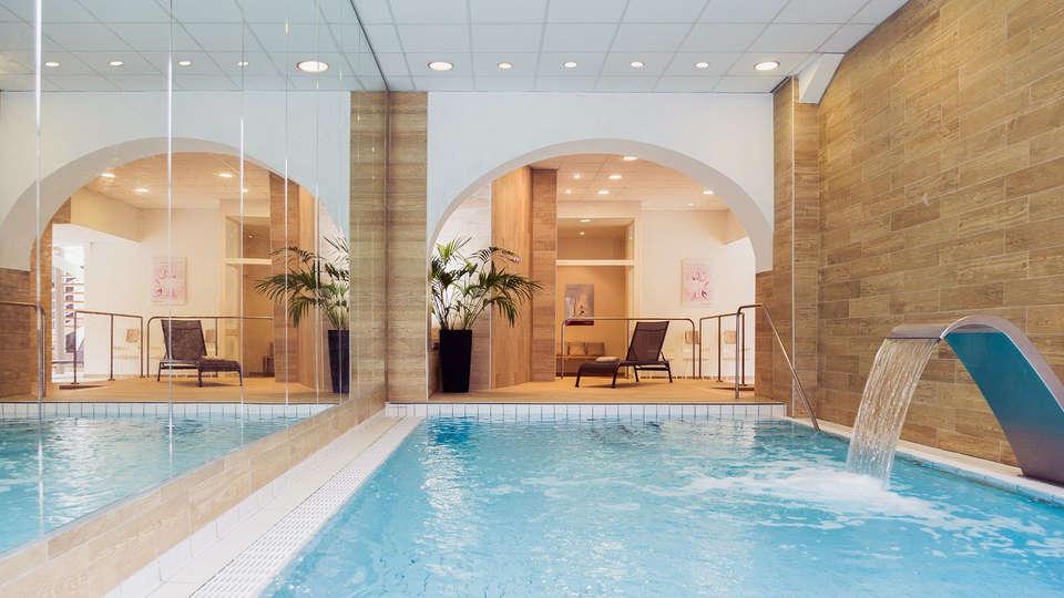 Mercure Brides-les Bains Grand Hôtel des Thermes - edit_pool.jpg