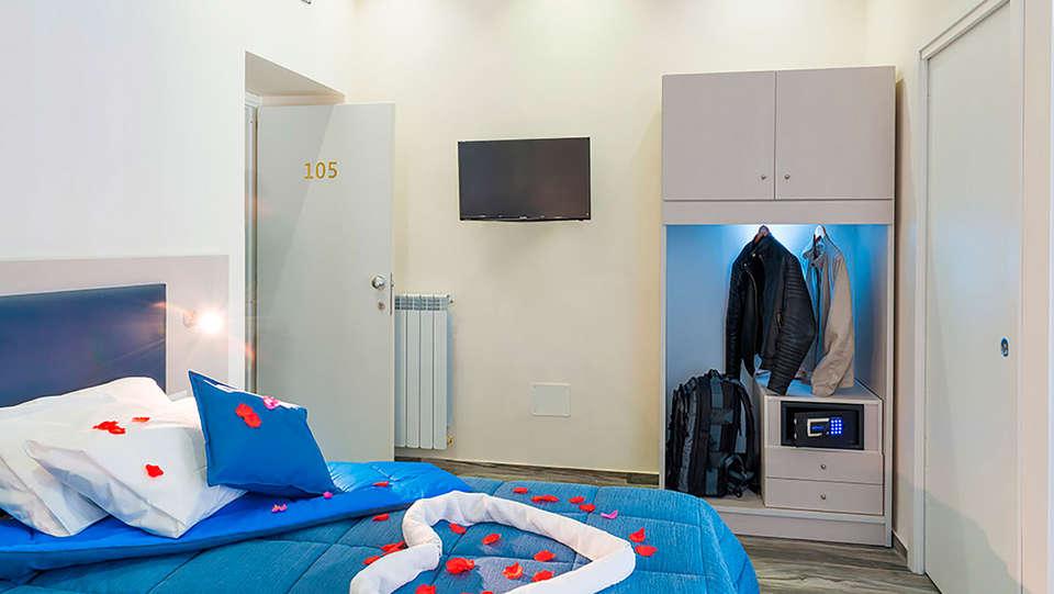 Napoli's Gold - EDIT_room9.jpg