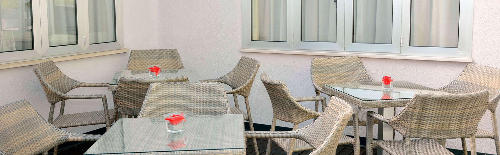 Hotel Apogia Sirio Venezia Mestre - edit_patio.jpg