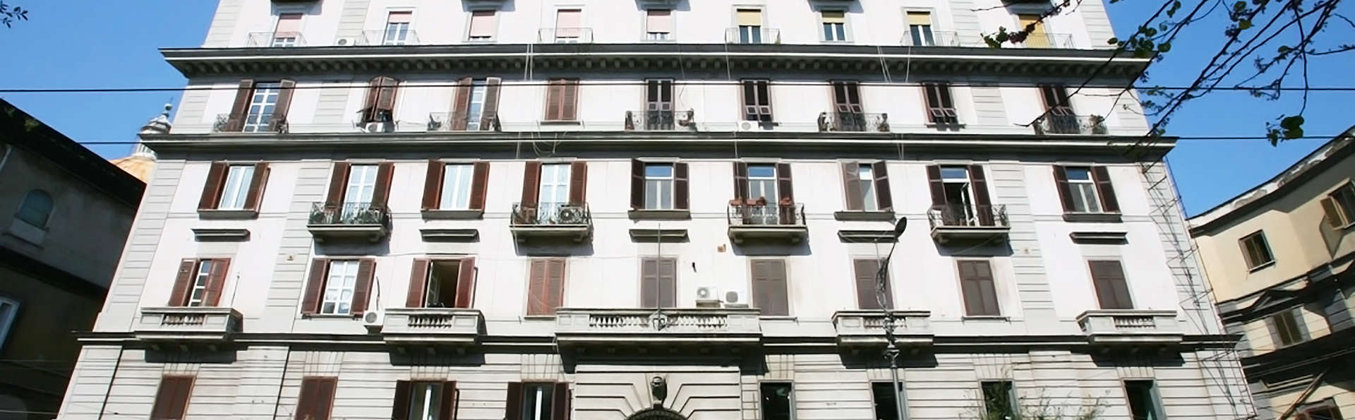 Napoli Suite - edit_facade.jpg