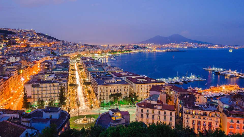 Napoli Suite - edit_Fotolia_109360618_napoli.jpg