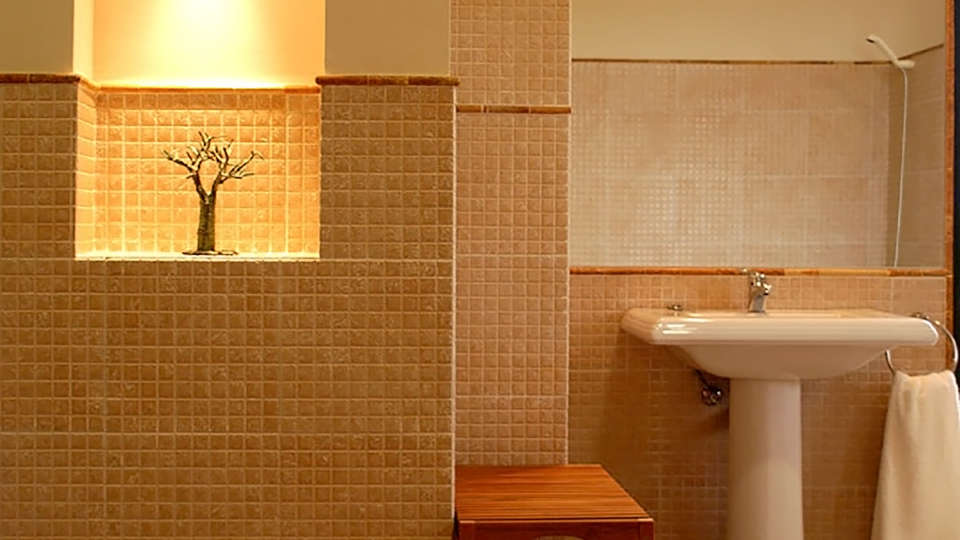Hotel Baldio Grande - Edit_Bath2.jpg