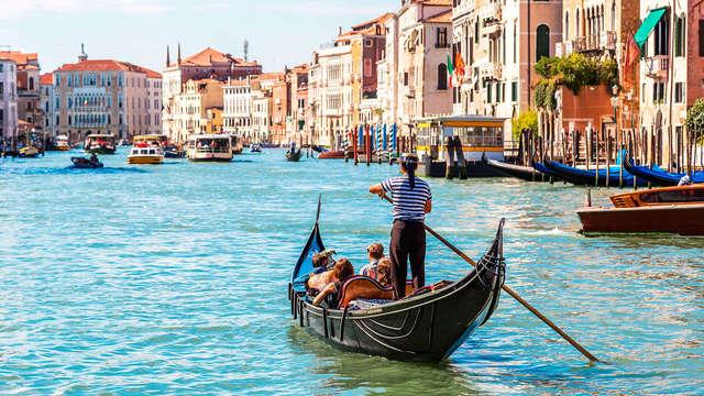 Vaar in een gondel tijdens een weekend in Venetië (vanaf 2 nachten)