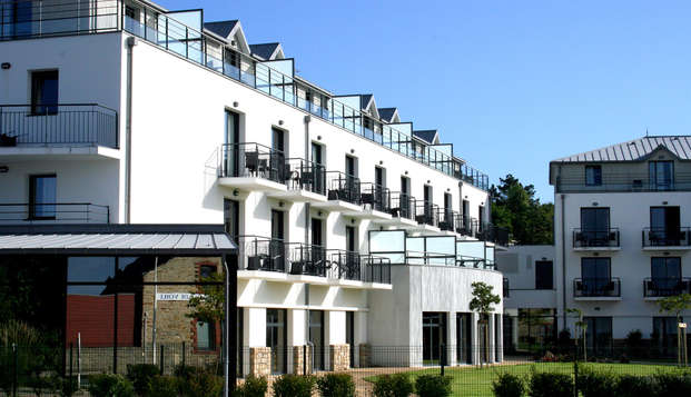 Thalasso Concarneau Spa Marin Resort - front garden