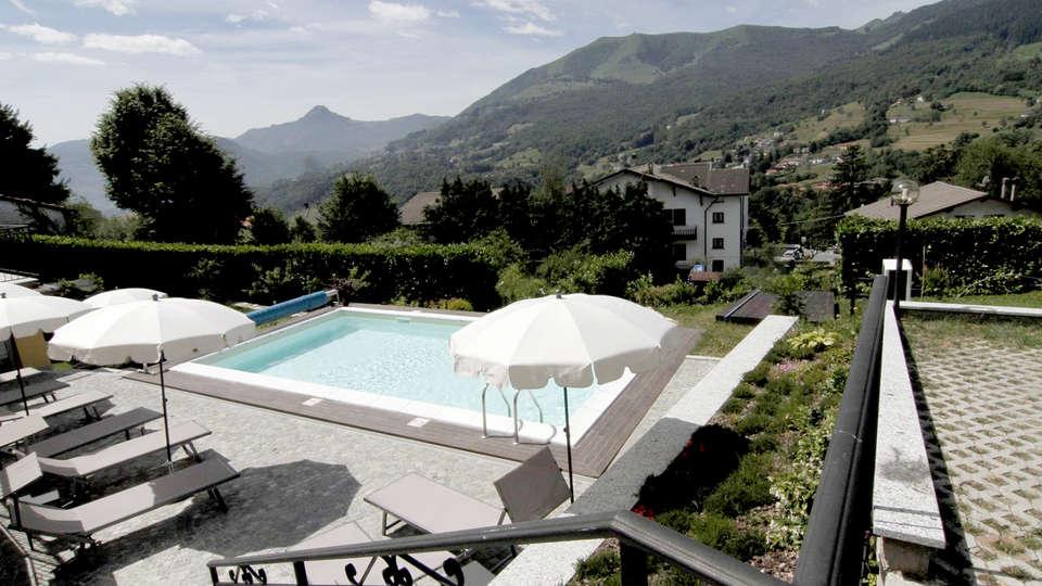 Hotel Corte di Santa Libera - Edit_Pool3.jpg
