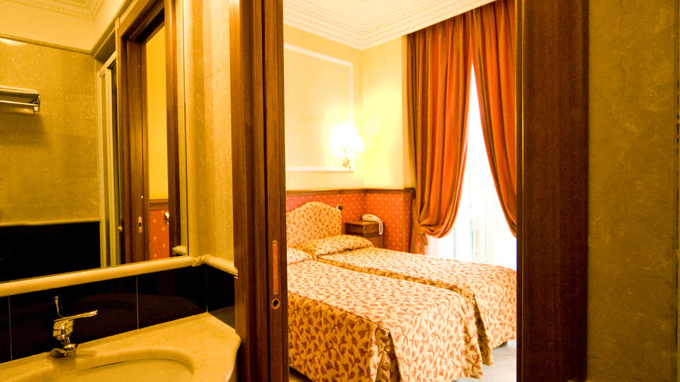 Hotel Donatello - Edit_room1.jpg