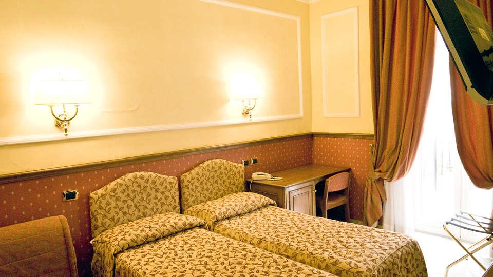 Hotel Donatello - Edit_room4.jpg