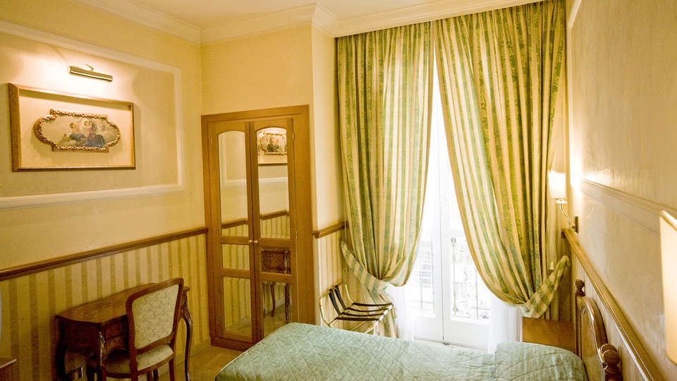 Hotel Donatello - Edit_Room3.jpg
