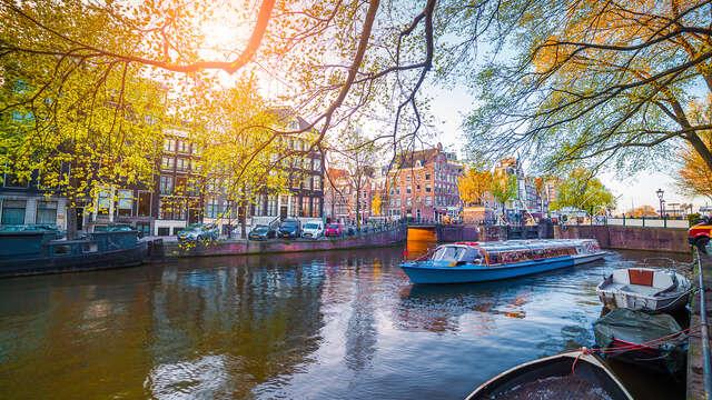 Ontdek Amsterdam vanaf het water tijdens gezellig weekendje weg
